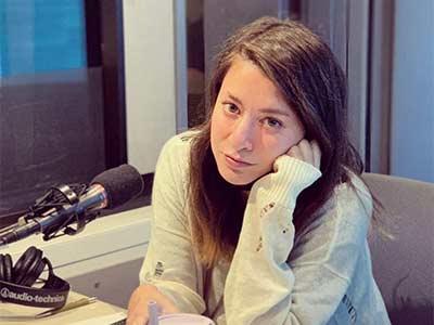 Marie at radio