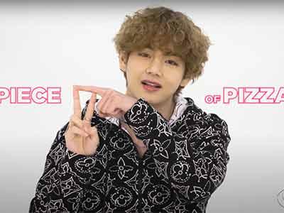 """BTS hand gesture """"piece of pizza"""""""