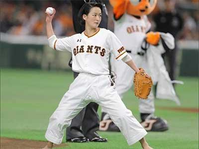 Shimizu Kiyou at Baseball Ceremonial first pitch