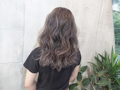 Nonaka Mihou with highlight hair