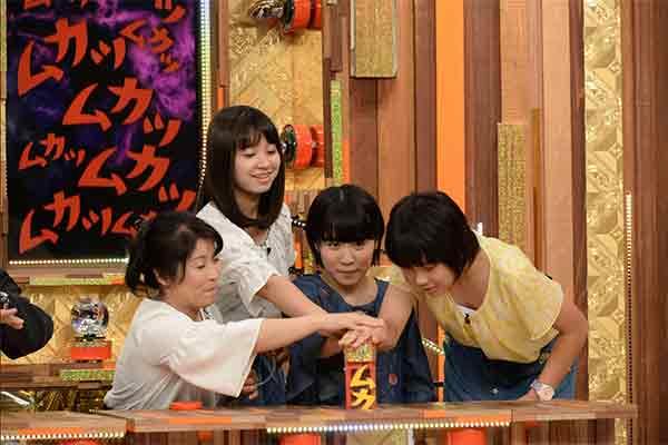 Hirano Miu & mother & 2 sisters