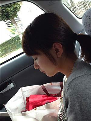 寝ている芳根京子
