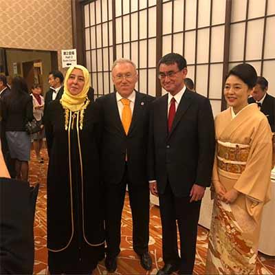 河野外相と香夫人 トルコ大使