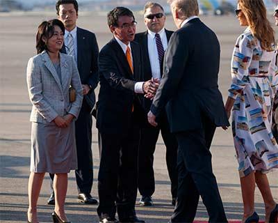 トランプ大統領とメラニア夫人を迎える河野夫妻