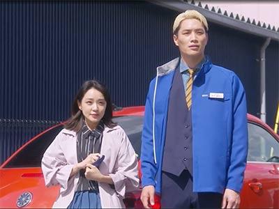 ドラマ「恋です!ヤンキー君と白状ガール」の獅子王役の鈴木伸之さんと、ユキコの姉役の奈緒さん